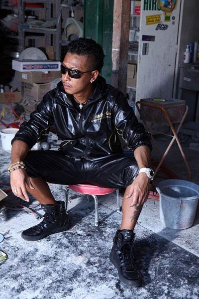 画像1: シャイニーナイロンハーフパンツ黒×金