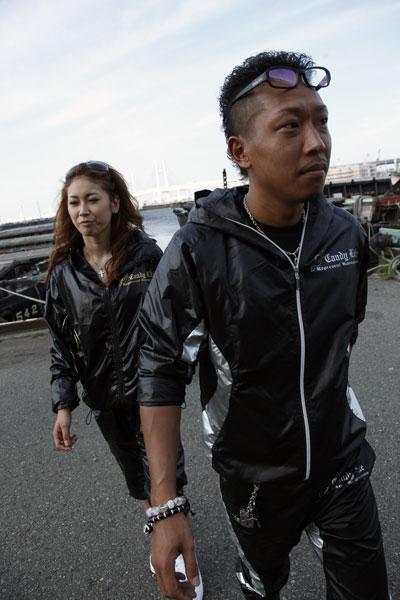 画像2: シャイニーナイロンハーフパンツ黒×銀